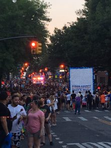 brooklyn pride crowd